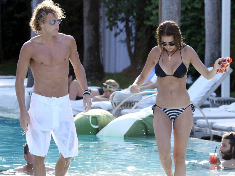 Zaira Nara at beach with Forlan