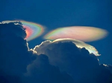 Nubes arcoiris en usa ... Harp? published in Paranormal