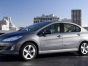 Peugeot 408 vs Renault Fluence vs Vento 2011
