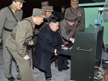 Kim jong-un pide vidas en candy crush published in Humor