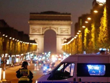 Policías disparan a terroristas en  Paris published in Noticias