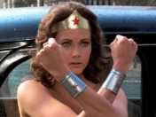 La Wonder Woman original carga contra James Cameron