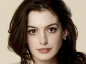 El look sporty con transparencias de Anne Hathaway