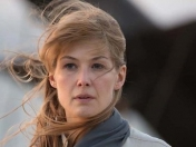 Rosamund Pike dice que James Bond no es un papel femenino